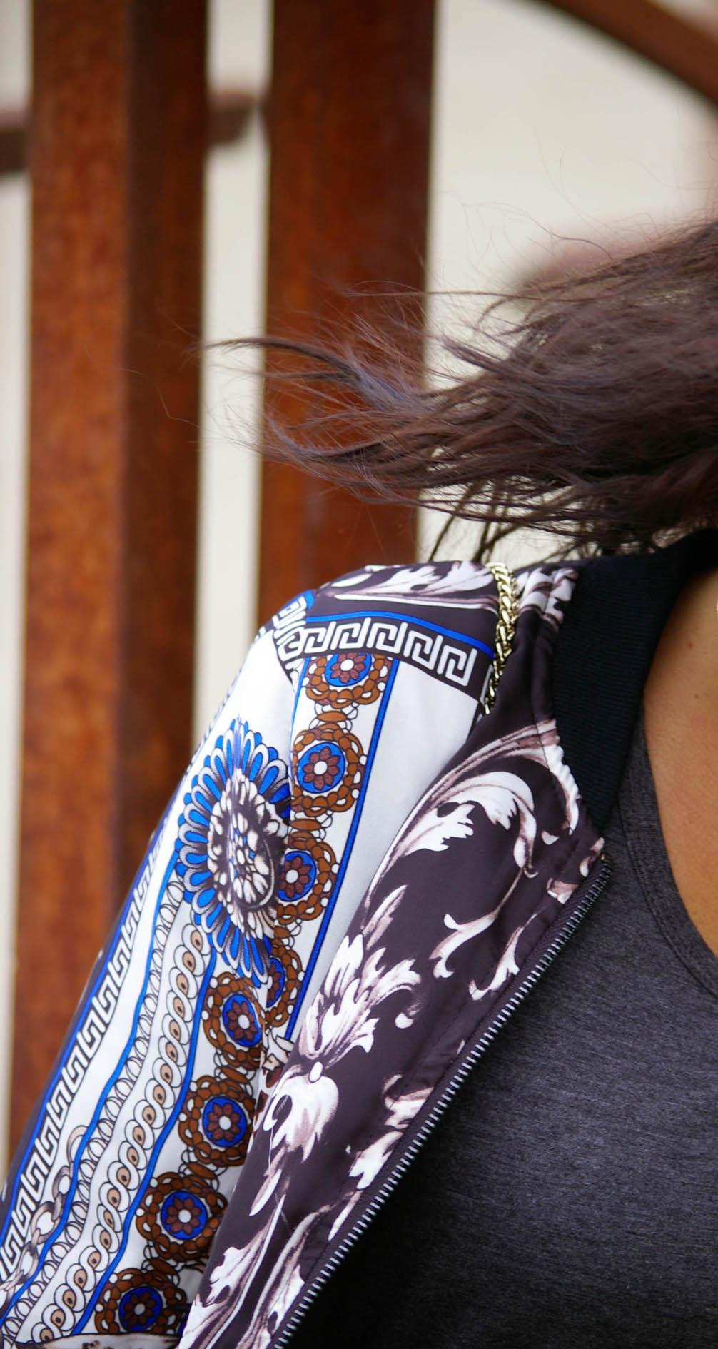 details vest or b