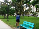 art Wynwood banc bleu basket wen balance ocean drive bonheur happiness miami beach floride etats unis