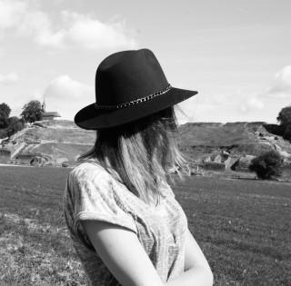 look mi-saison chapeau tendance automne marque ovs