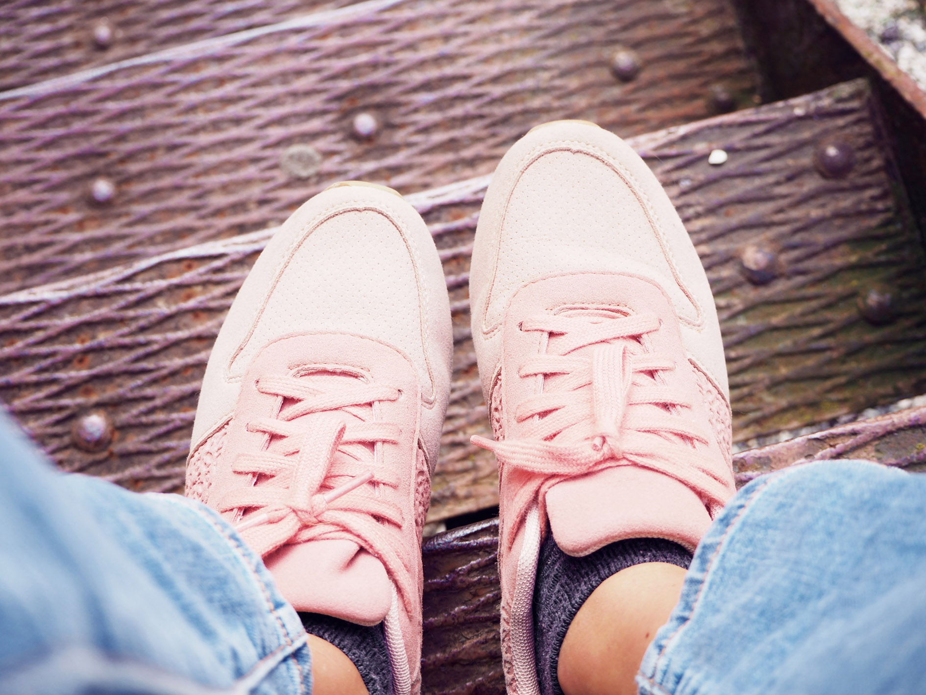girl boss baskets pimkie chaussette hetm jean tendnaces trends automne 2017 fashion fashionista femme look casual rentree