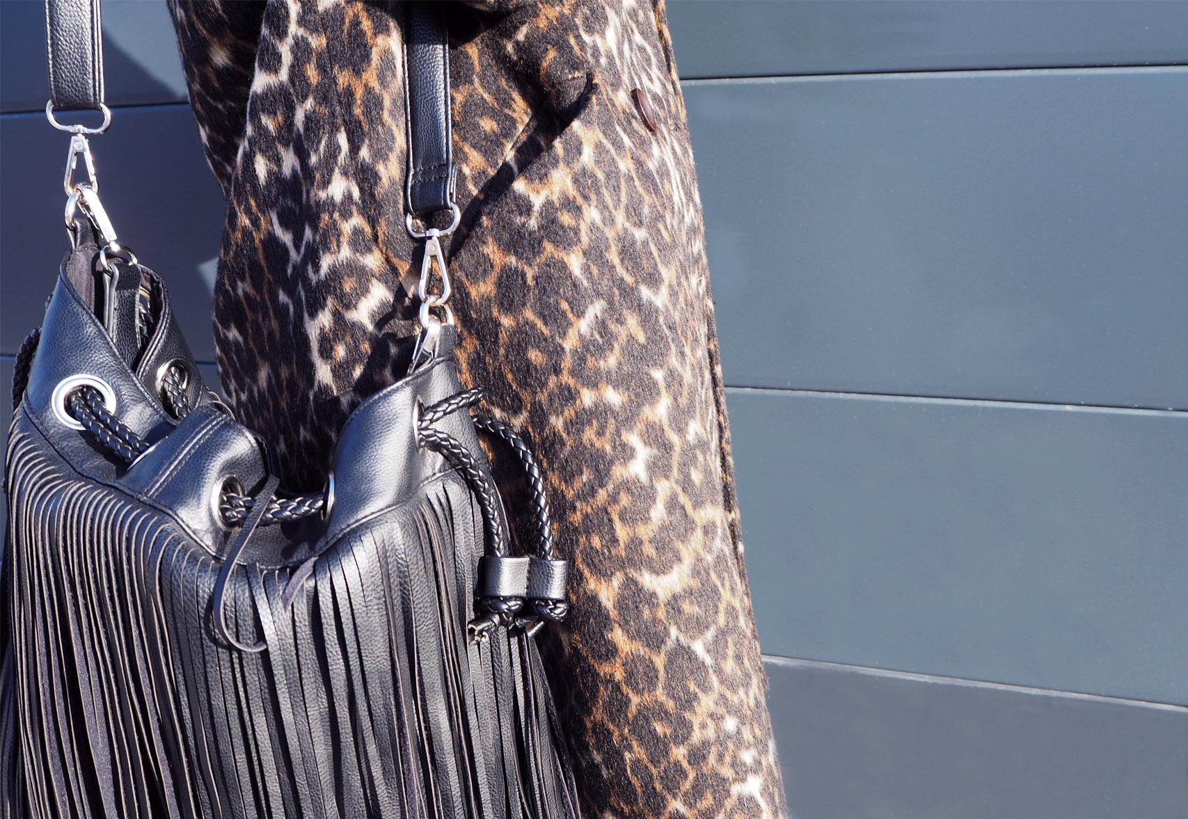 manteau leopard association sac bohème cuir frange look fashion mode details